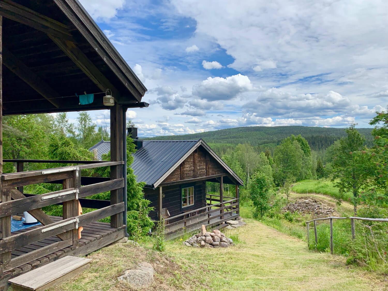 Hus i sluttning med utsikt