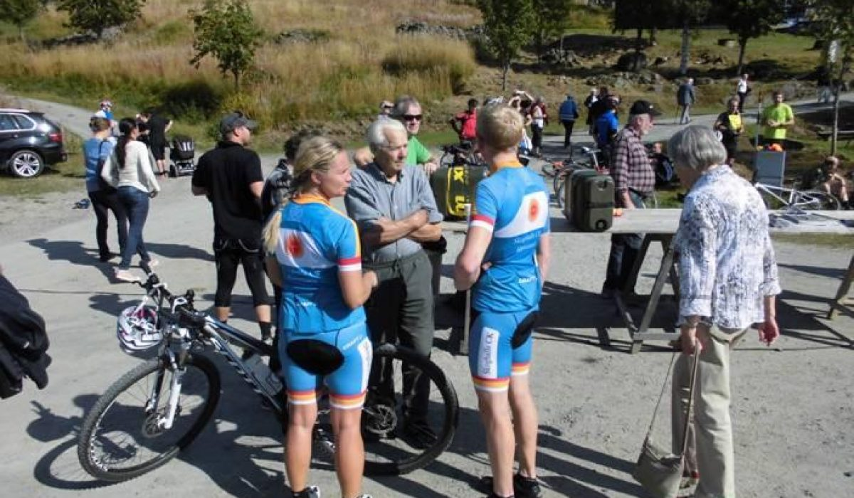 Cyklister innan start MBM