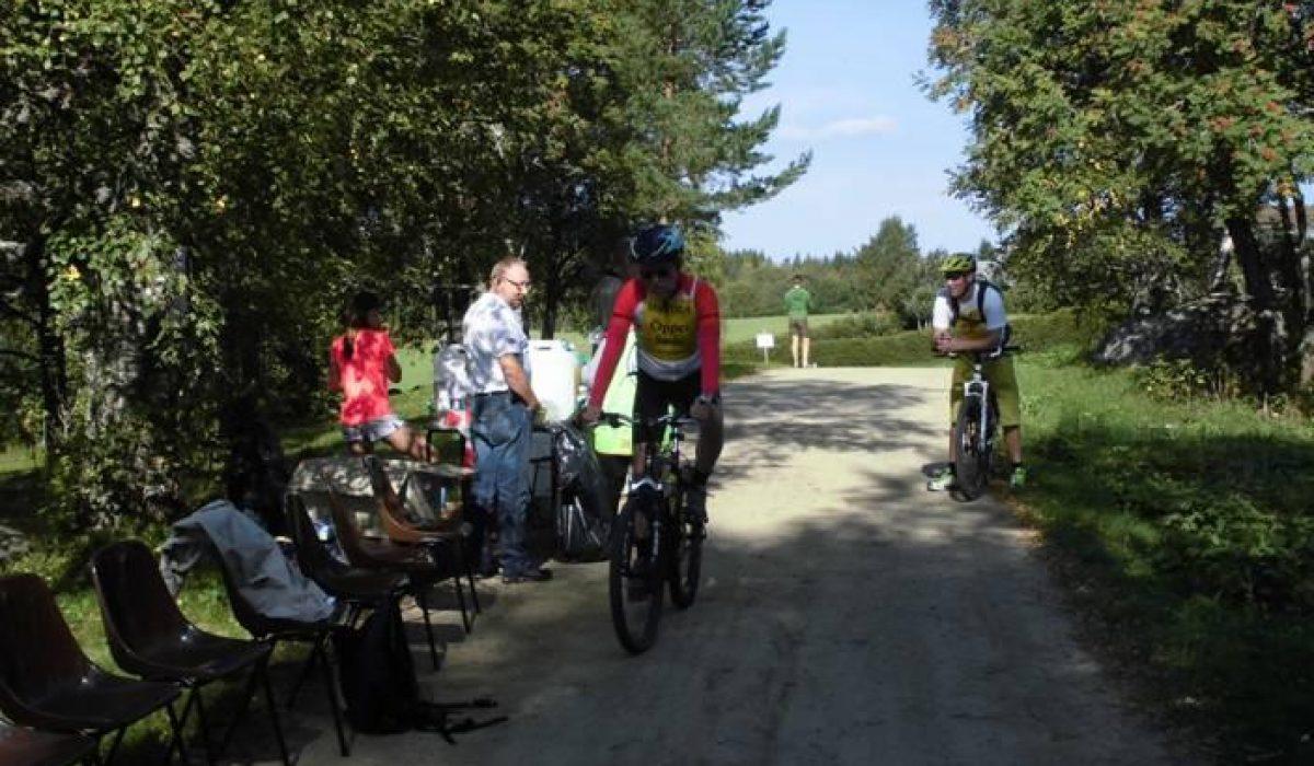 Cyklister vid vätskekontroll