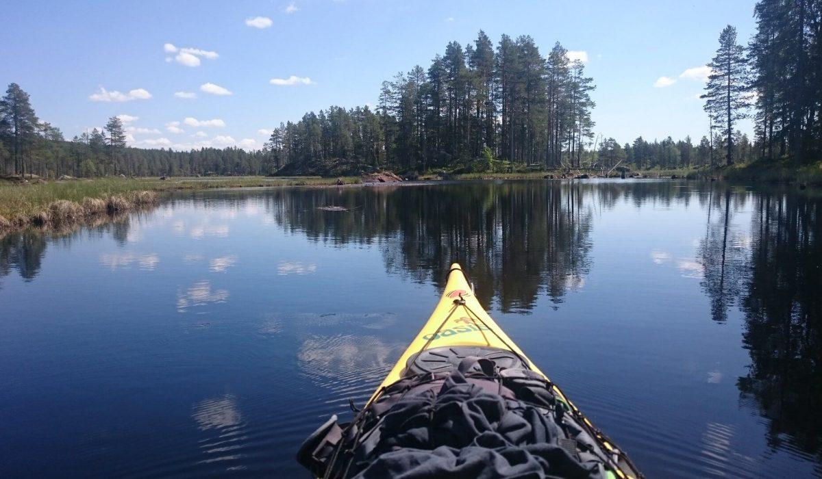 Kanot i en sjö