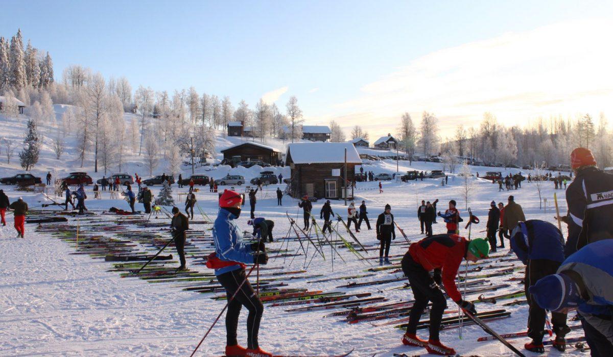 Skidor uppställda innan start